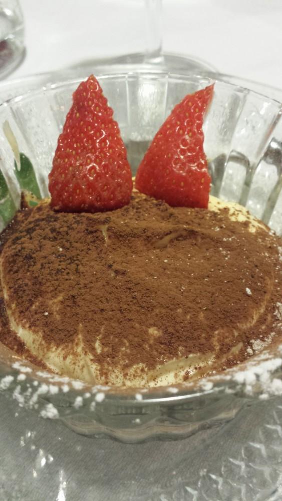 Tiramisu - hjemmelavet og visuelt kontrolleret inden bestillingen... Tiramisu og Lasagna er to af de retter, der ofte skuffer på restauranter...