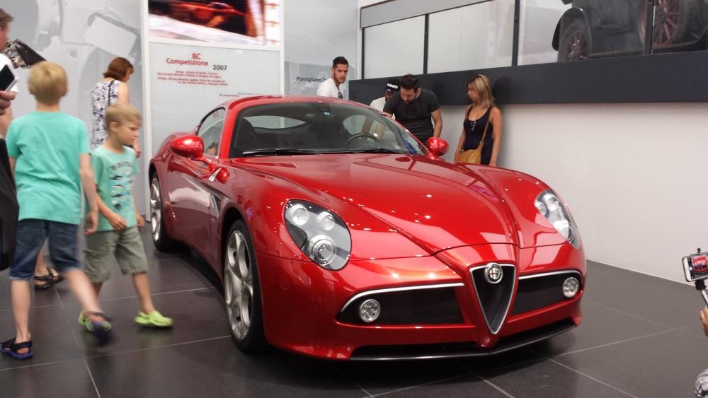 Den yngste Alfa Romeo i museet - for udover museum, shop og café kan man faktisk købe de nuværende Alfa Romeo biler på stedet....