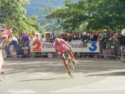 FOTO: DI ODED ZUR, CC BY-SA 3.0,  – TOUR DE FRANCE 2000