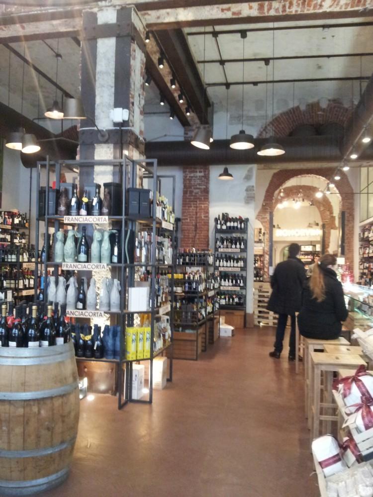 Signorvino butik, bar og restaurant mellem Sforzesco Slottet og Domkirken i Milani
