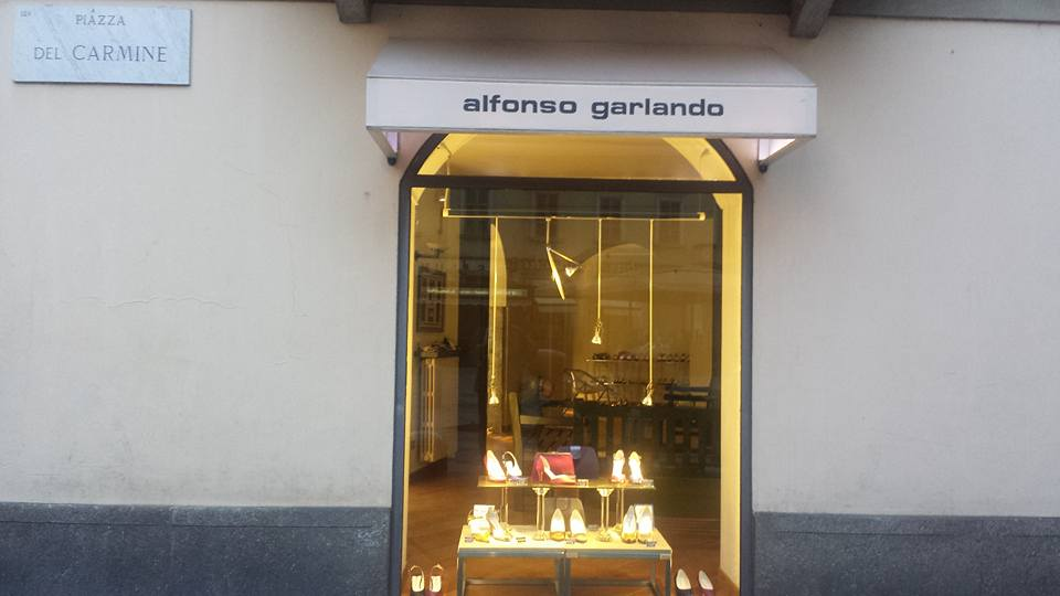 Alfonso Garlando butikken ligger i via Madonnina 1 i Brera-kvarteret i centrum af Milano