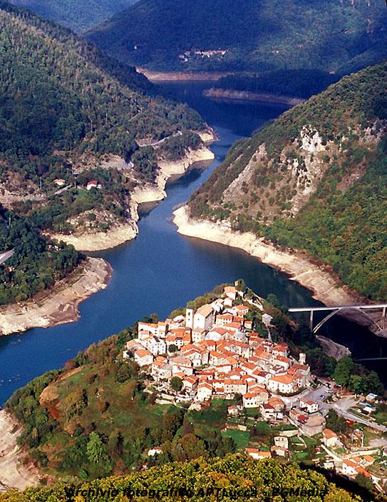 Vagli søen og den nye landsby